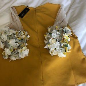 NWT floral sleeves top